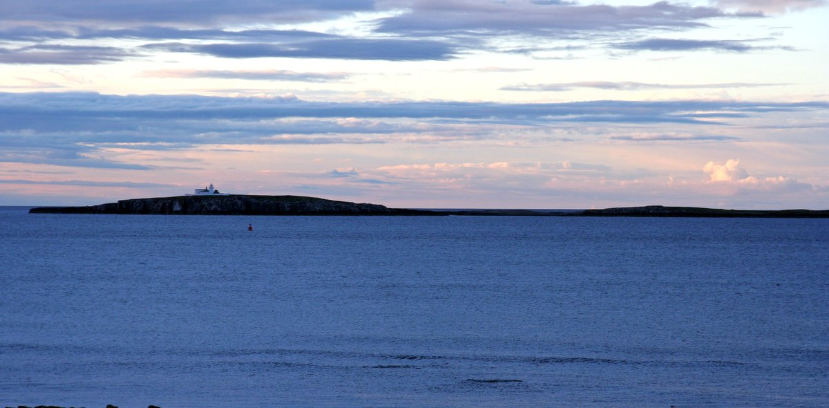 Farne Islands as seen from Seahouses. Tony Hisgett, Birmingham - Creative Commons Attribution 2.0 Generic License.