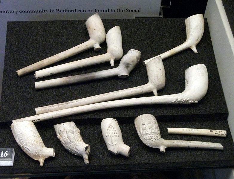 Clay Pipes - © Author Simon Speed - Wikimedia Commons