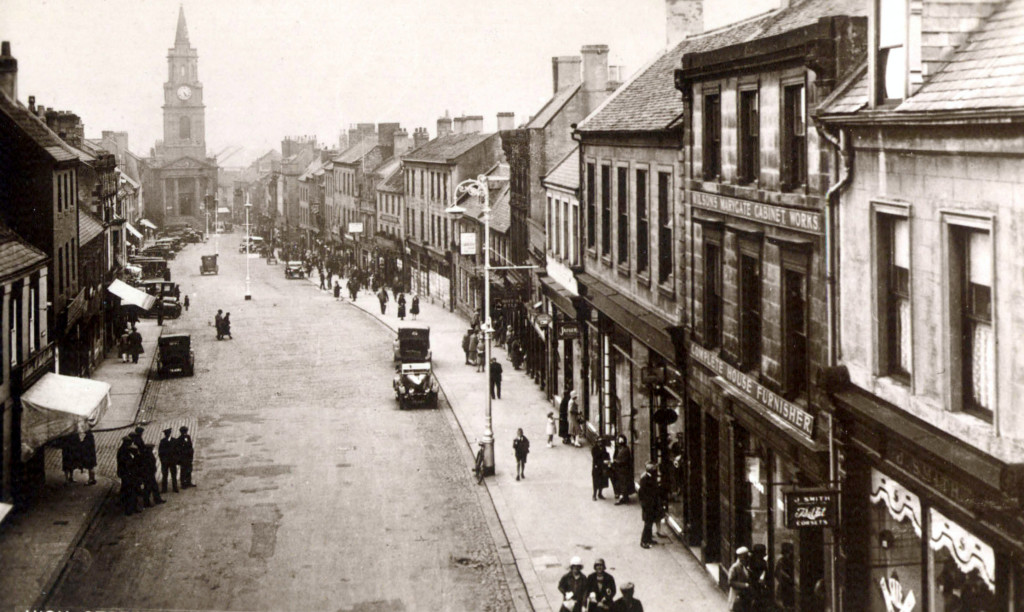 Early 1900s photograph of the High Street, from the Scotsgate Arch. © Berwick Record Office BRO 1636-2-9