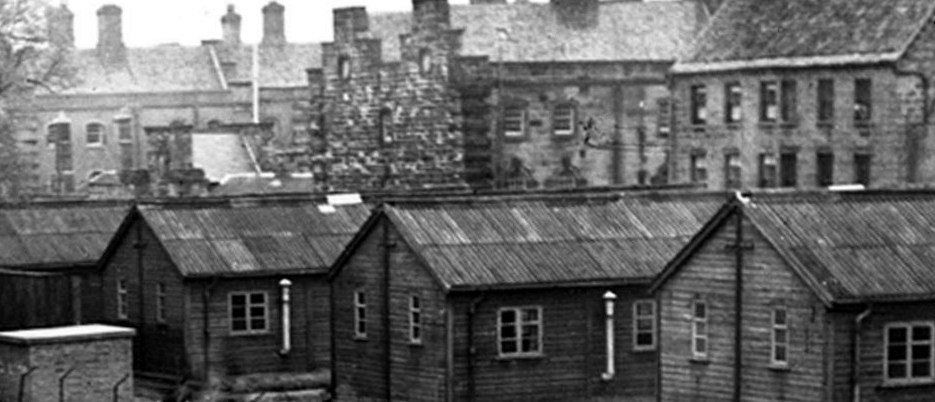 Army huts with the Berwick Barracks in background. Copyright Berwick Record Office. BRO-1944-1-149-1