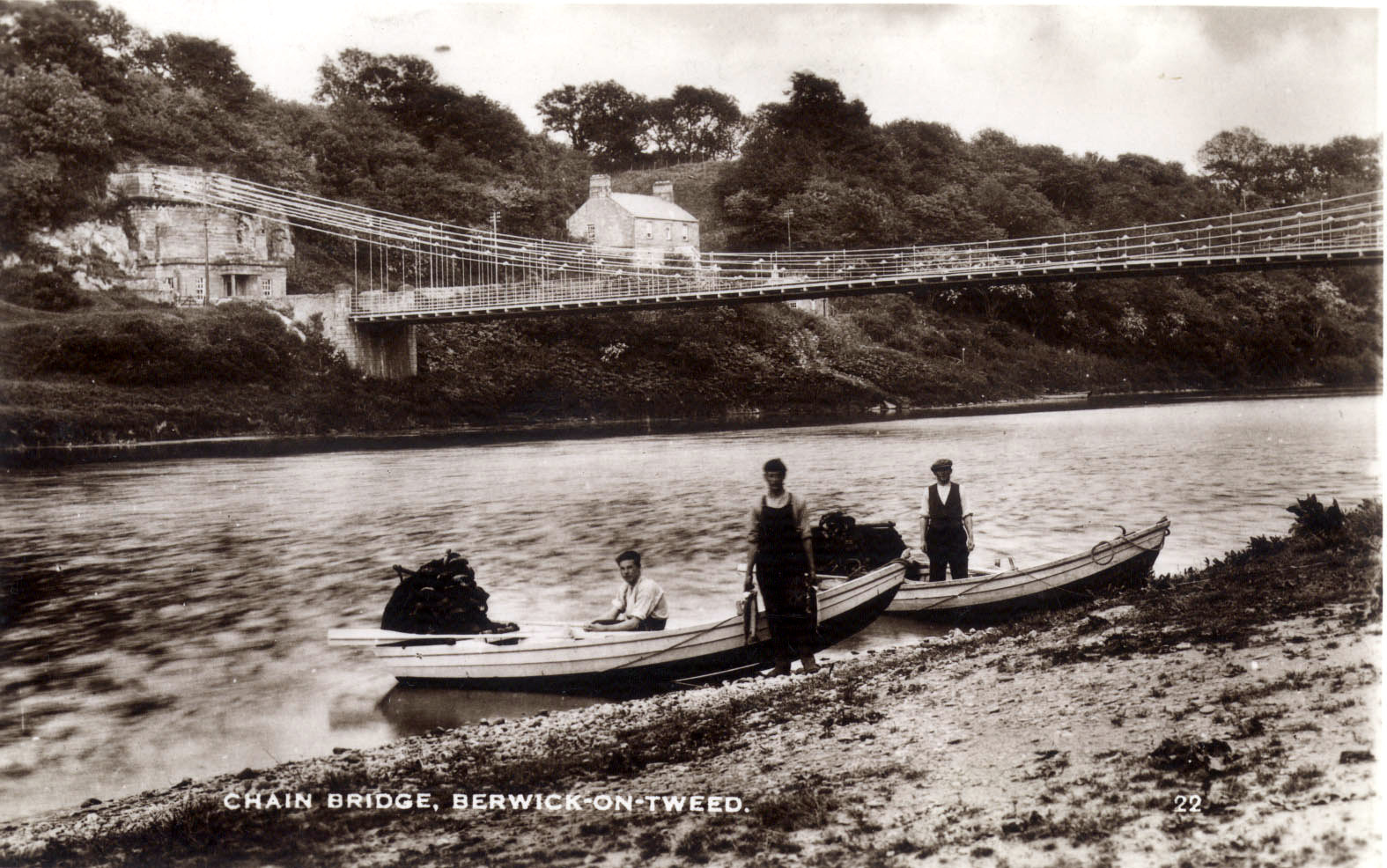 Old photograph of salmon fishermen below Chain Bride, near Horncliffe, Berwick-upon-Tweed. © Berwick Record Office, BRO 426 1125.