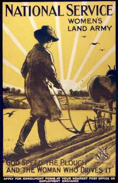 Women's Land Army. © Henry George Gawthorn (1879-1941), UK government, in the public domain.